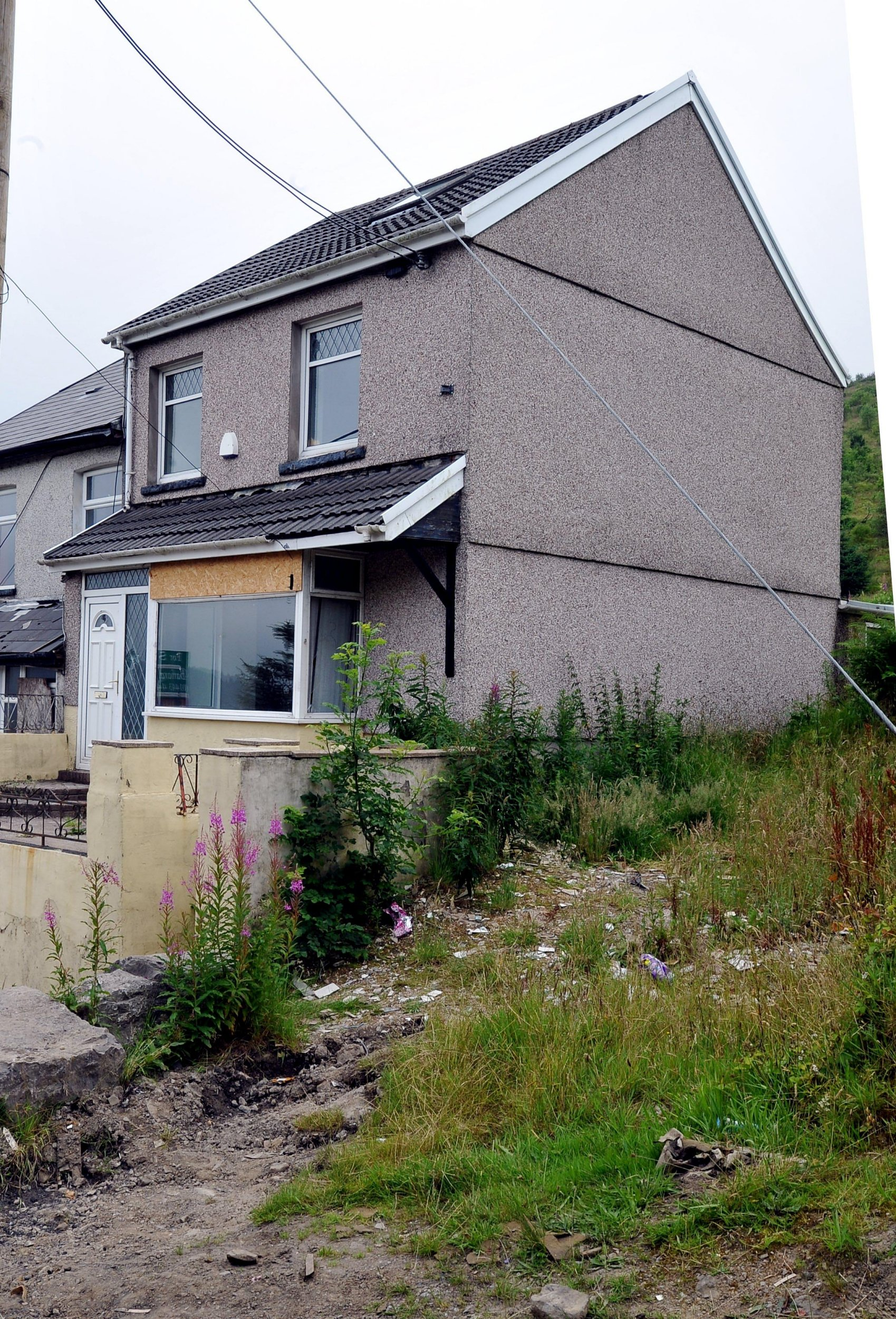 1 Bed House For Sale Three Bed House On Sale For 8 000 In Wales But There S A Catch