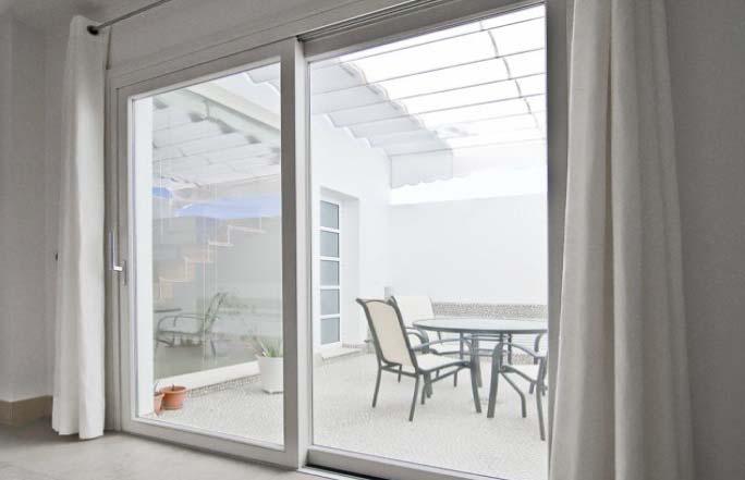 Puerta corredizas para habitaciones innovaci n inmobiliario for Puertas vidrio templado corredizas