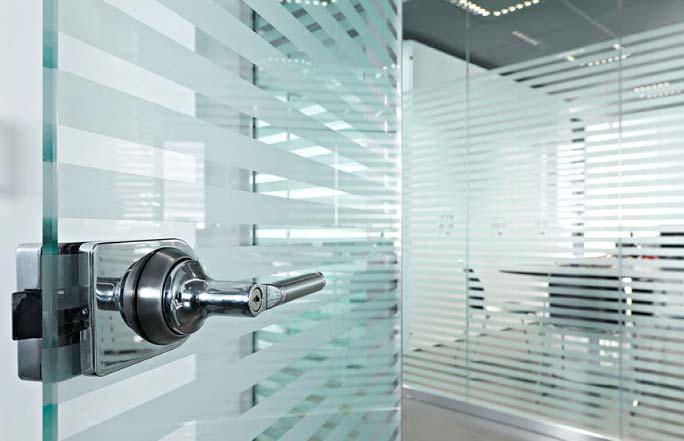 Puerta corredizas para oficinas innovaci n inmobiliario for Puertas de cristal para oficina