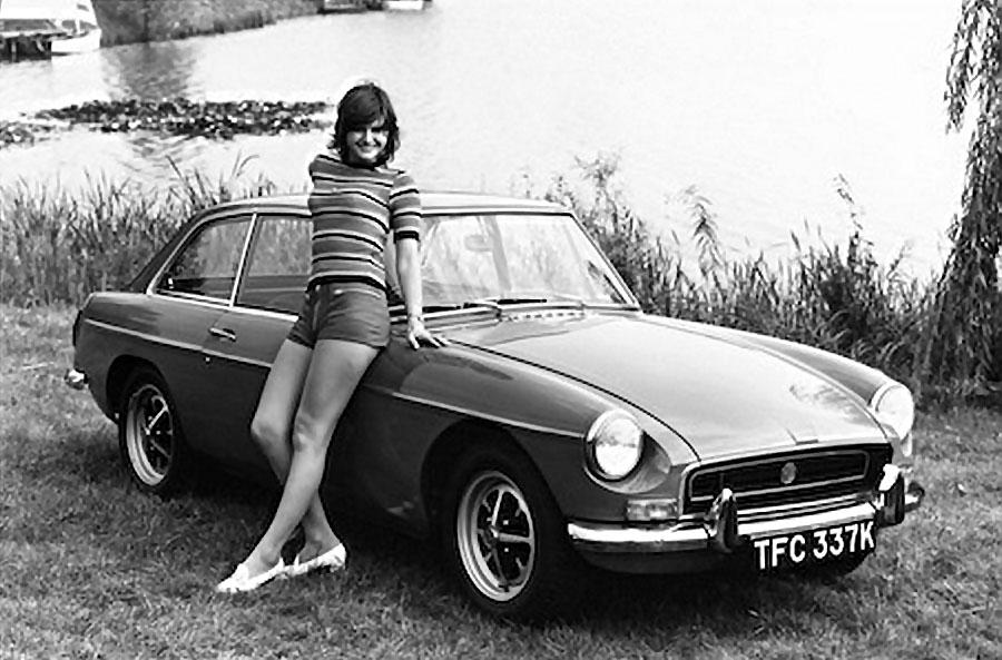 Retro Car Home Wallpaper Mgb Gt Girl 1967 Mgb Gt