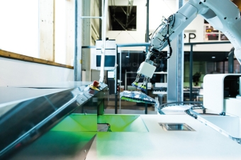 Robotic technology from KNAPP for automatic picking in fashion and e-commerce