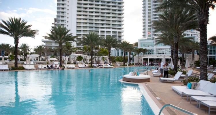 Acc S Aux Piscines Des H Tels De Miami Sans Tre Client For Piscine  Fontainebleau
