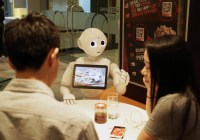 pepper-engaging-diners-at-the-mastercard-cafe_26653783415_o