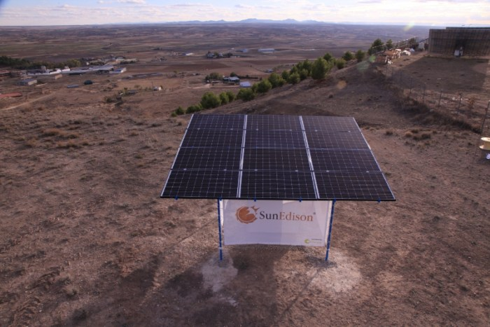 The new SunEdison Outdoor Microstation can power 25 households for five hours each night and takes just four to six hours to set up. (PRNewsFoto/SunEdison, Inc.)