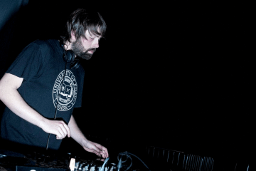 goly-dj-mix-sesion-microondas-magazine-benasque-huesca-zaragoza-spain-electronic-house-disco-techno
