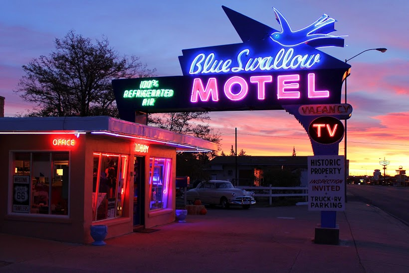 Car In Desert Hd Wallpaper Blue Swallow Motel