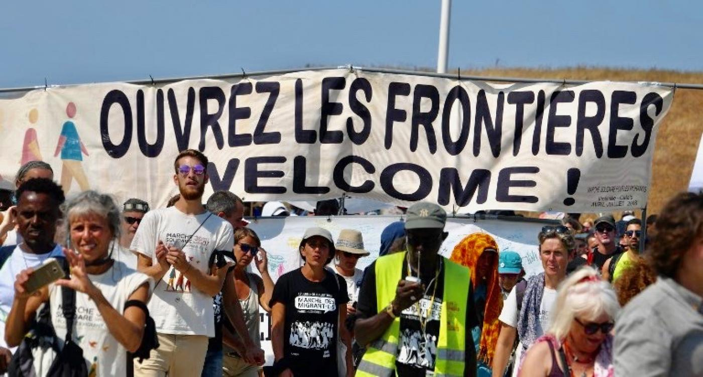 Bus Paris Calais France May Deport Five Migrants Who Rode Britain Bound Solidarity