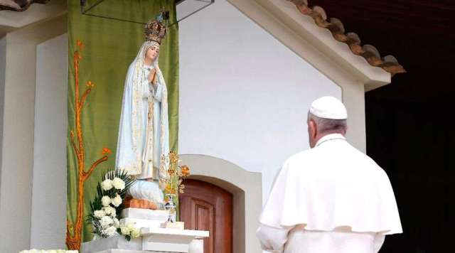 El Papa pide rezar el rosario en octubre por la paz y recuerda centenario Fátima