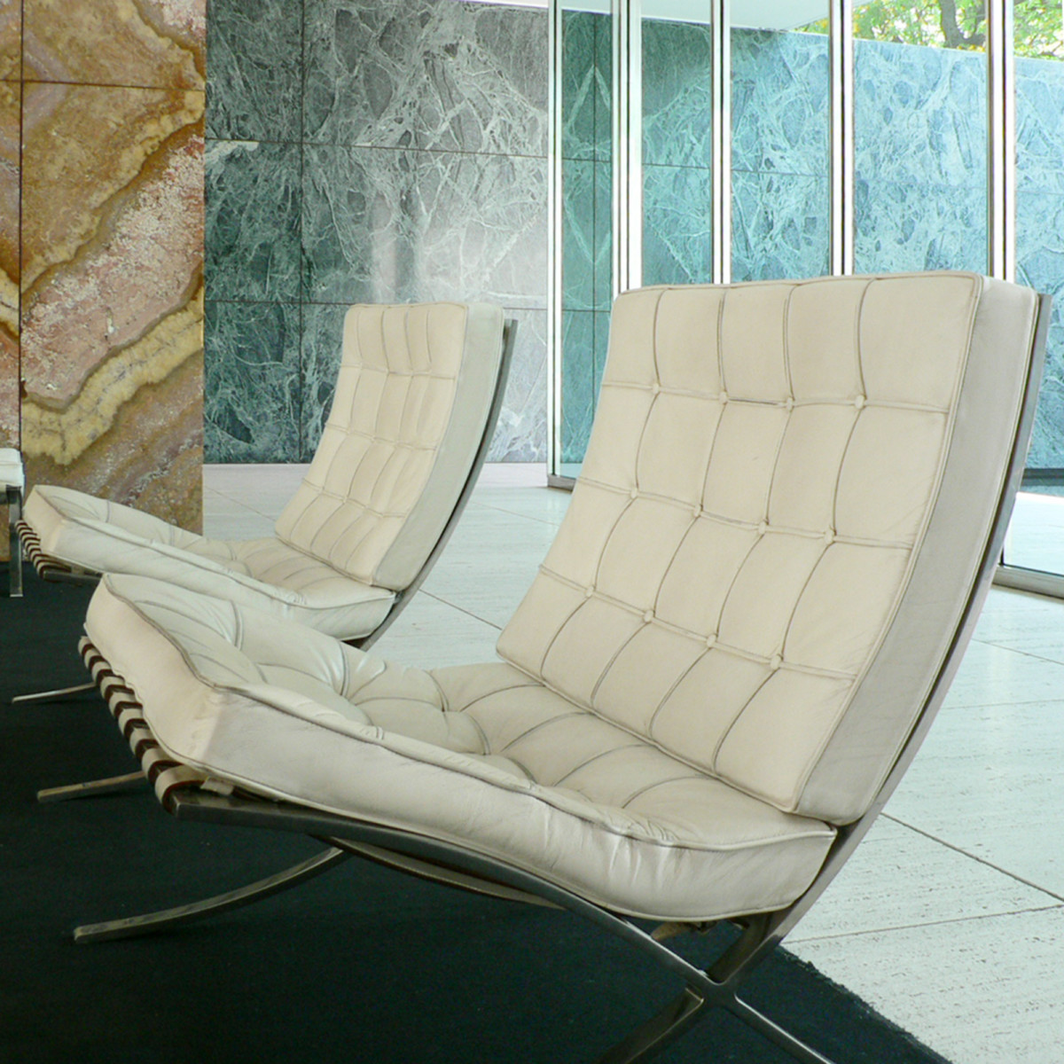 Knoll Barcelona Chair By Mies Van Der Rohe Im Design Sortiment Midmodern
