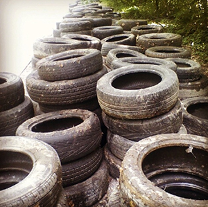 Volunteers recently cleaned up 2200 tires at Cliff Drive. Photo courtesy Brett Shoffner.