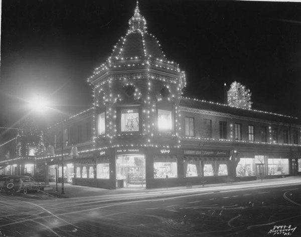 The Plaza lights in 1955. Courtesy Kansas City Public Library, Missouri Valley Special Collections.