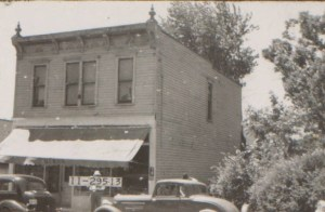 In a photo from 1940, the grocery store run by the Dixon Brothers was still standing.