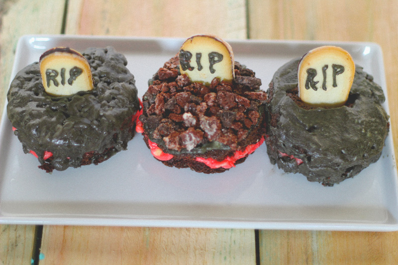 mini halloween cakes