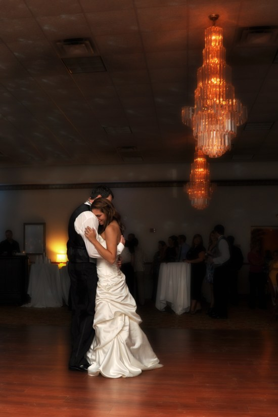 W-green-bay-wi-wedding-photographer-first-dance