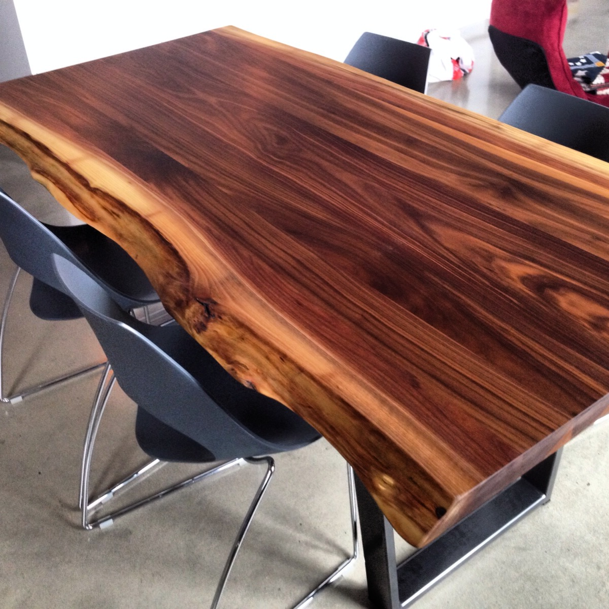 Table Noyer Massif 2loons Tables En Noyer Massif Mikaza Meubles Modernes