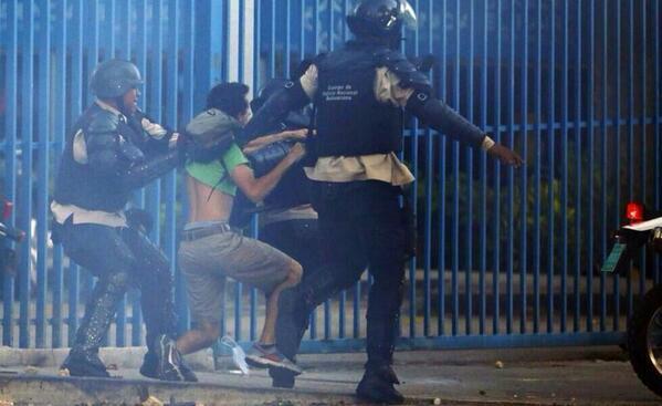Revolución-Torturadora