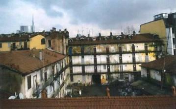 L'interno della corte grande di Via Montello 6, come'è oggi (foto corriere.it)