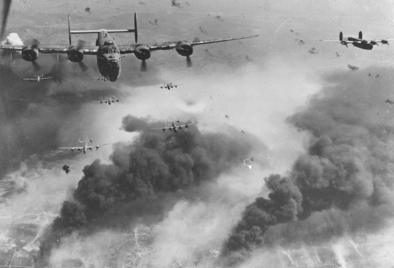 """""""I Watched My Buddies Fall from the Sky"""" – Bomber Vet Remembers Harrowing Raid Over Europe (LISTEN)"""