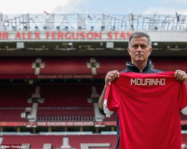 35F79E5000000578-3674838-Jose_Mourinho_is_officially_unveiled_as-a-26_1467713662325