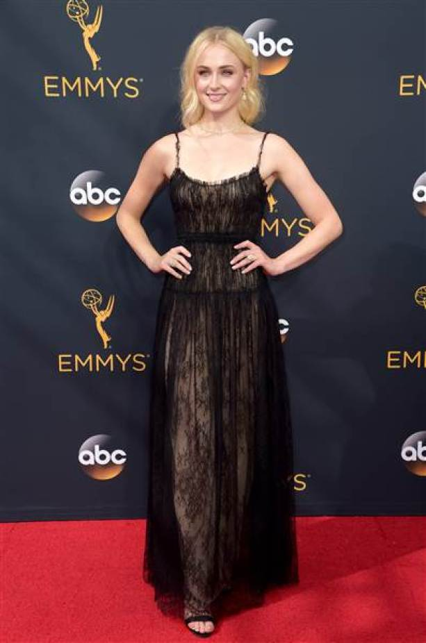 emmy-red-carpet-sophie-turner_5833e06542e60cf49371f668323768bf-today-inline-large