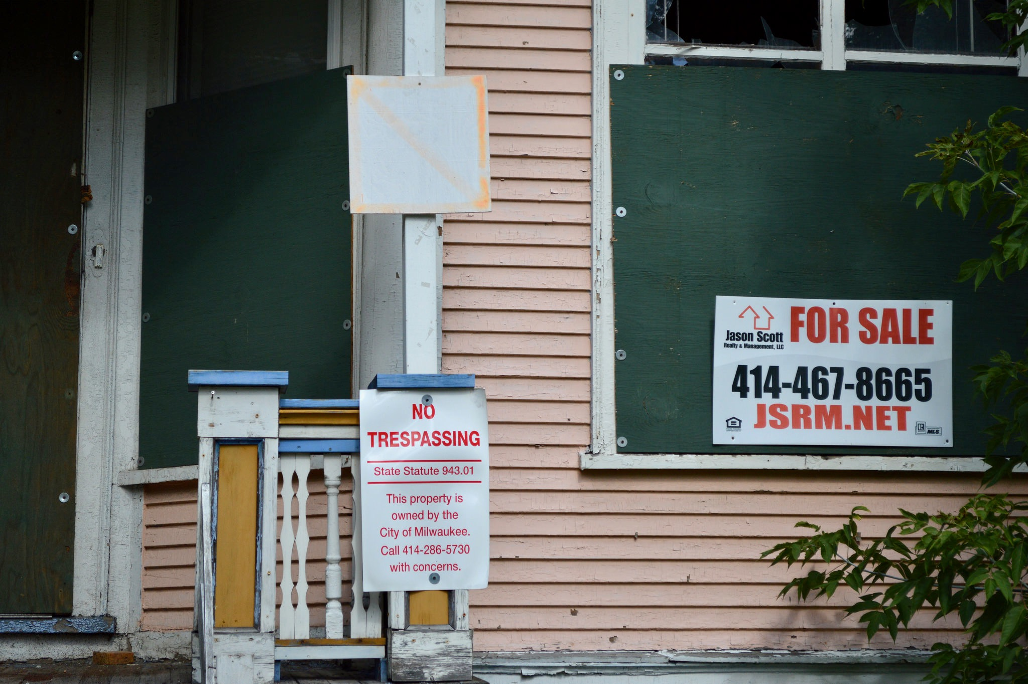 Placard But Mfd Defends Signs Warning Firefighters Of Hazards In Vacant