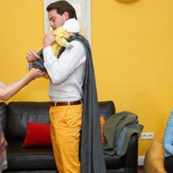 Los príncipes de Luxemburgo aprendiendo a portear. (Pincha en la imagen para acceder al artículo)
