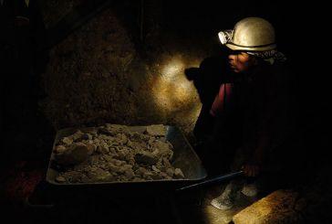 En Bolivia, un obrero minero privado produce tres veces más que el del Estado