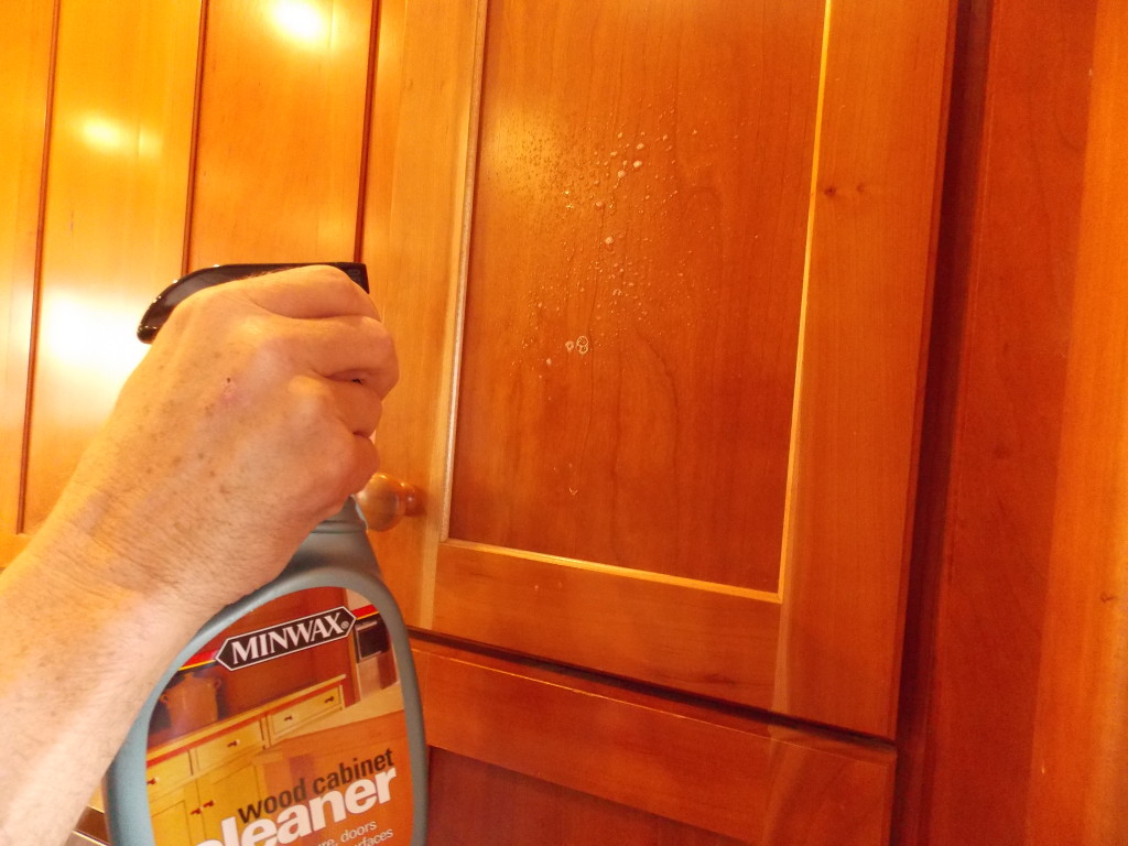 Cleaning your kitchen cabinets