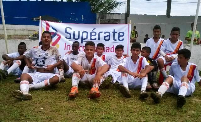 Jóvenes de la Institución Educativa San Francisco de Asís se coronaron campeones departamentales de futbol sub 14 en SUPERATE Putumayo 2015