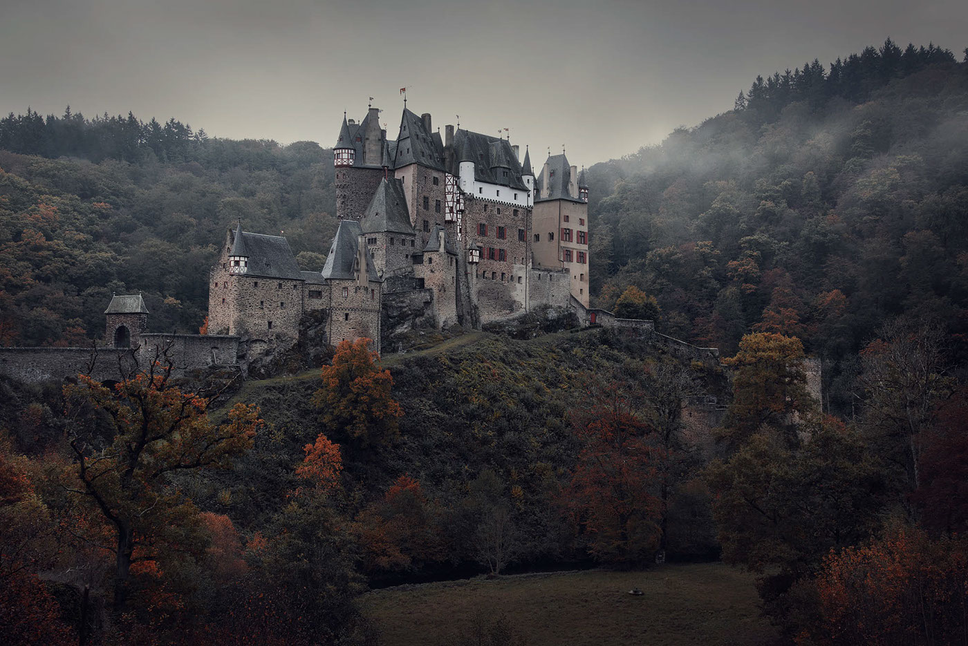 Fall 4k Wallpaper Burg Eltz On Behance