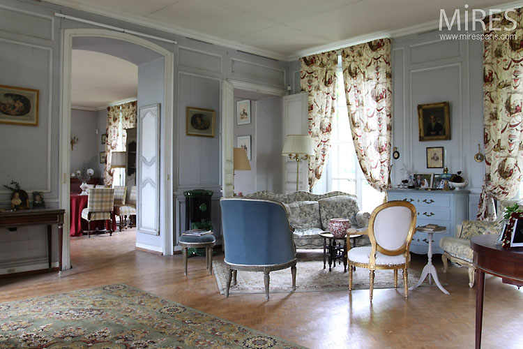 Decoration Interieur Vintage Salon Bourgeois Bleu Pastel. C0338 | Mires Paris