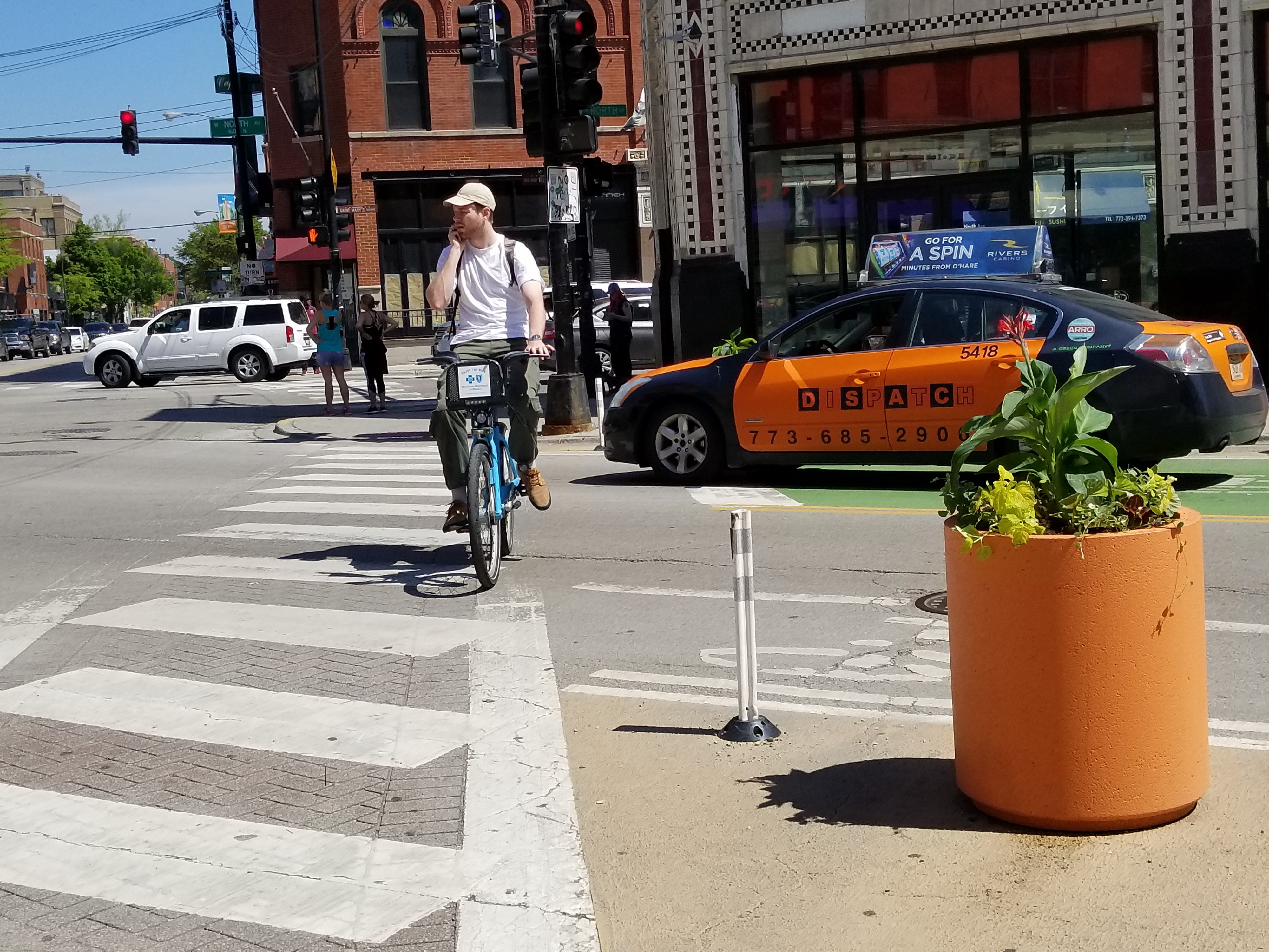 Hipster Mode Damen 32 Bright Orange Planters Installed Along Wicker Park S