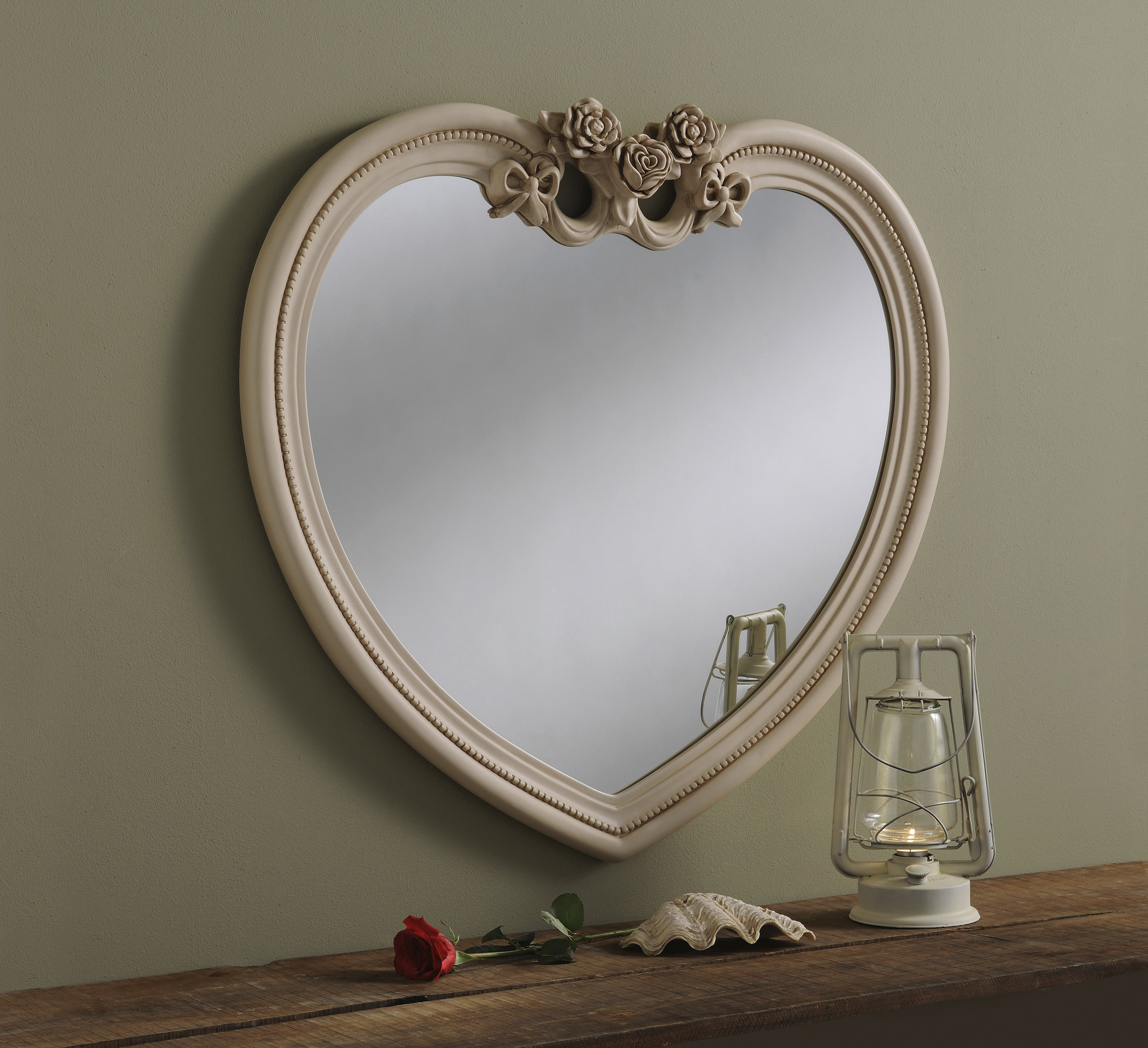 Unique Shaped Mirror Yg 285 Heart Shaped Decorative Ivory Mirror