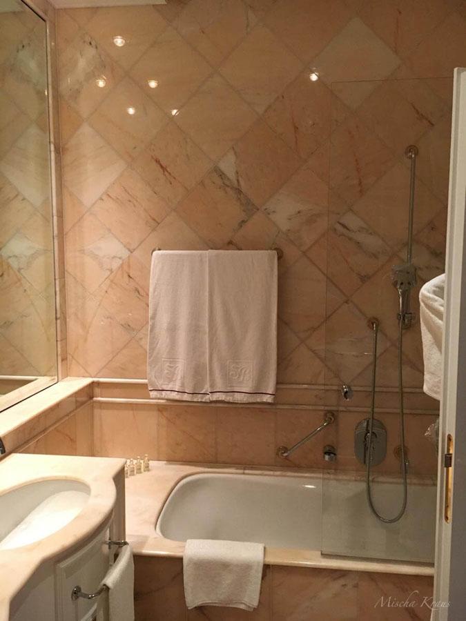 Badezimmer-schloss-21 ferienwohnung schloss inching fewo-direkt - badezimmer schloss