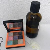 [:de]Press-Flüssigkeit für die Herstellung von Compact Powder oder Lidschatten[:fr]Liquide de compactage pour poudre de maquillage compact[:]