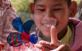© Clara.Go-Plastic and Cartoons a la màgica casa de DWC Nepal - Flowers from Nepal