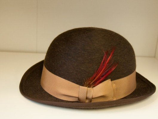 Brown felt derby hat with feather by Tricia Roush at House of Nines at ADS Hats.