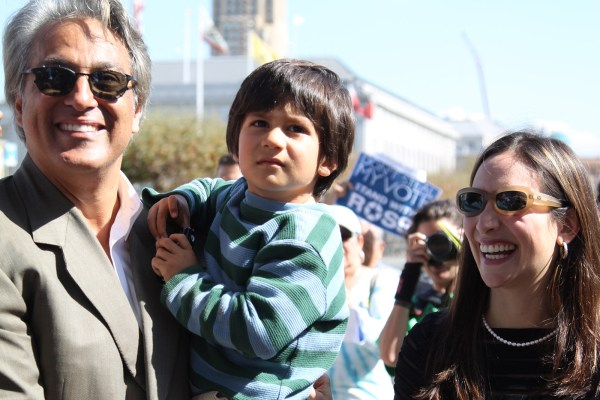 Left to right: Ross Mirkarimi, son Theo and wife Eliana Lopez arrive at City Hall Tuesday at noon. Photo by Yousur Alhlou.