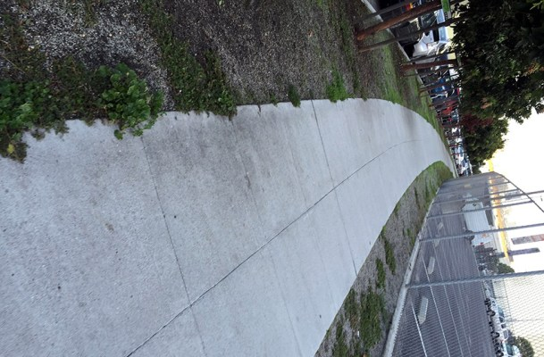 The curve in Alabama Street that becomes Treat. Photo by Lydia Chávez