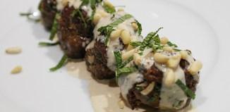 Israelische Fleischbällchen mit Sesam-Sauce