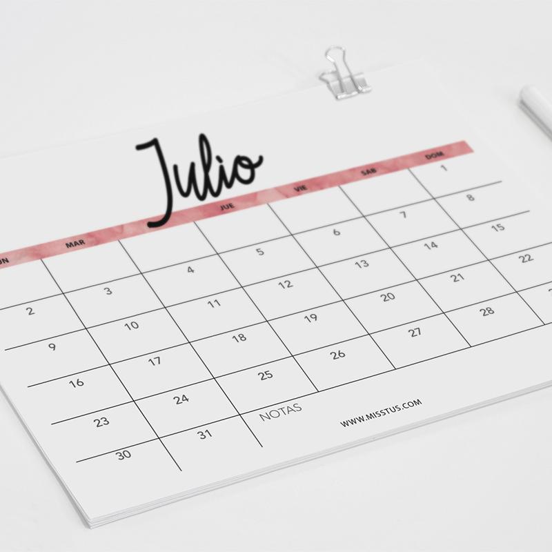 Miss Tus - Calendario para Julio 2018 para pantalla e imprimir