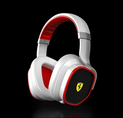 Ferrari-Cavallino-Dock-and-Headphones-2
