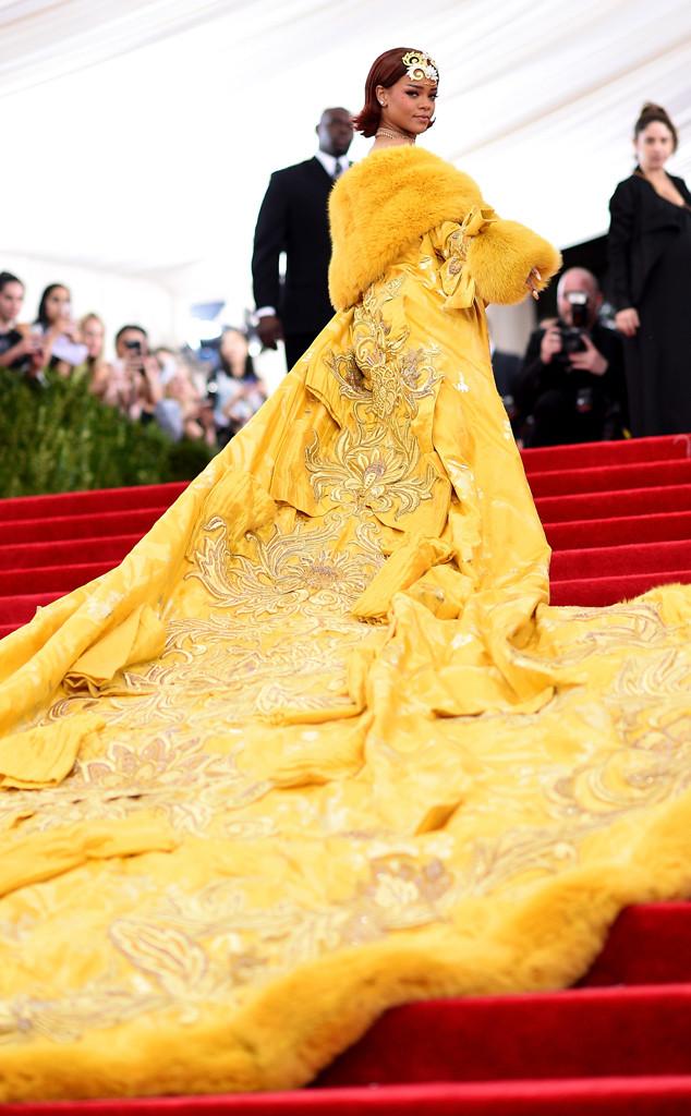 Rihanna look baile met 2015
