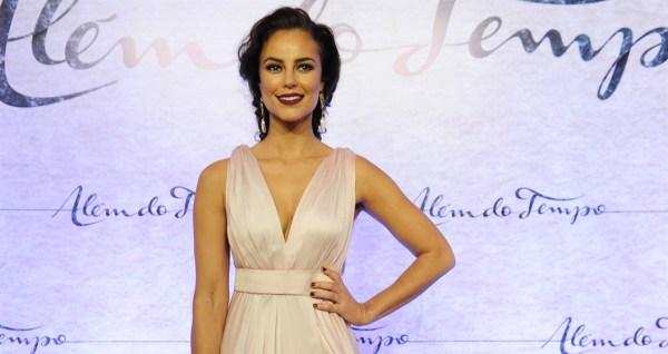 Paola oliveira festa além do tempo maquiagem look 2
