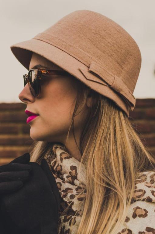 chapéu cloche Manias de Marcella bege por Mel Campo 2