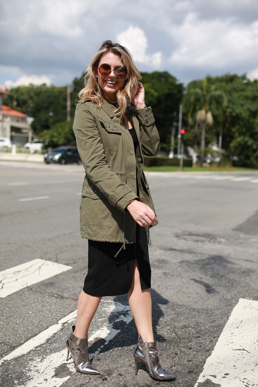 Look do dia Mix da Mel Campo parka militar + bota metalizada (2)