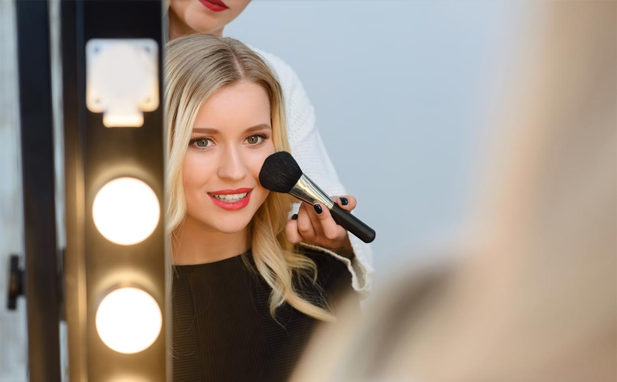 Best Lighted Vanity Makeup Mirrors For The Perfect