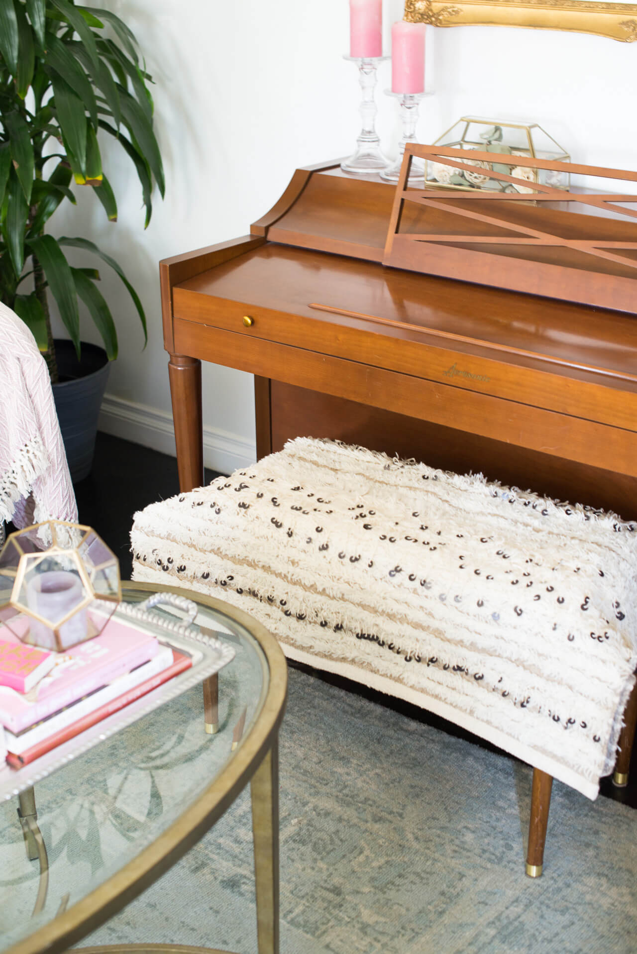 place a moroccan blanket on top of a piano bench