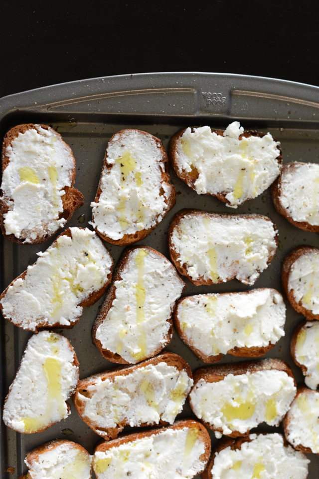 crostini with olive oil and pepper, M Loves M