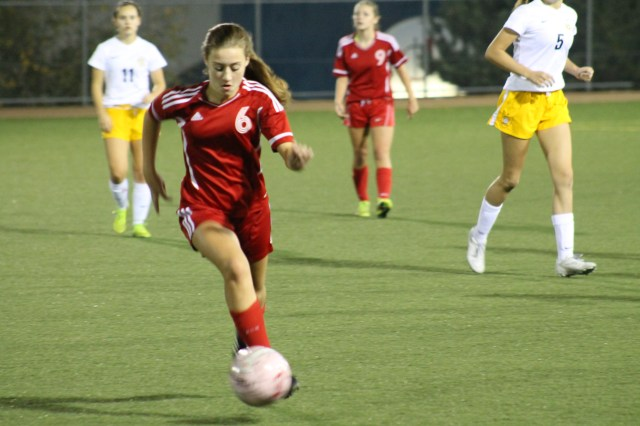Mountlake Terrace's Bryana Cockbain controls a spinning ball in the second half of a Wesco 3A game against Everett Tuesday at Lincoln Field in Everett. (Photos by Doug Petrowski)